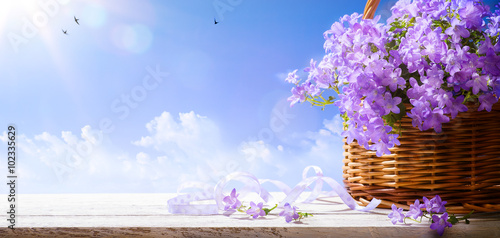 Photo  art Easter background with spring flowers a  blue sky background