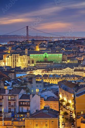 lizbona-wizerunek-lisbon-portugalia-podczas-mrocznej-blekitnej-godziny