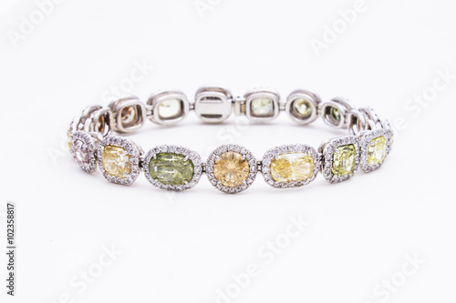 Fotografía  Sparkling Diamond & Gemstone Bracelet in White Gold