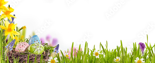 Fotografia  Decorated Easter eggs in a spring meadow