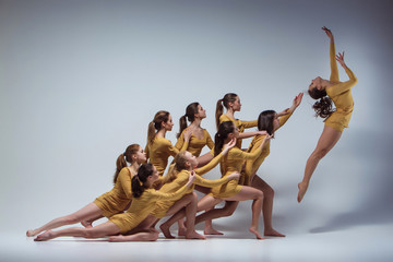 Obraz na SzkleThe group of modern ballet dancers
