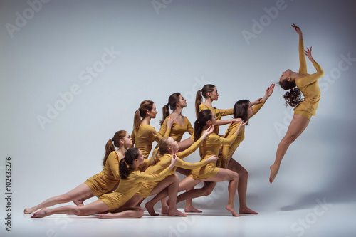 fototapeta na drzwi i meble The group of modern ballet dancers