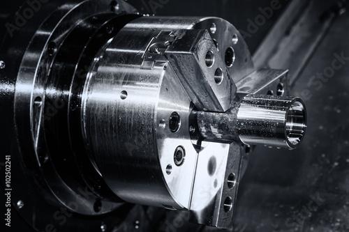 Fotografia metal gear turning, CNC milling machine close-up
