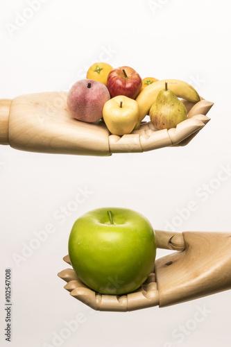 Fotografía  Big green apple, peach, pear, banana, lemon and orange in two wooden hands