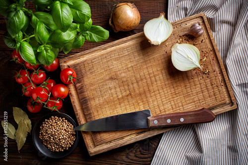 Poster Cuisine cooking background with old cutting board
