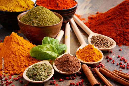 Variety of spices on kitchen table Fotobehang