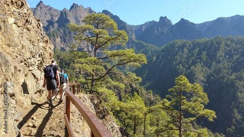 Photo Caminantes en el Parque Nacional de La Caldera de Taburiente