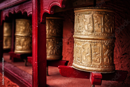 Buddhist prayer wheels , Ladakh Billede på lærred