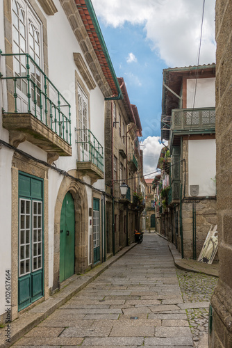 Fototapety, obrazy: Facades and alleyway  of Guimaraes, Portugal.