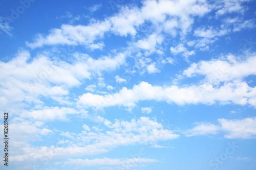 letnie-blekitne-niebo