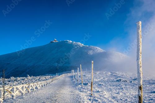 zima-krajobraz-gorski-sniezka