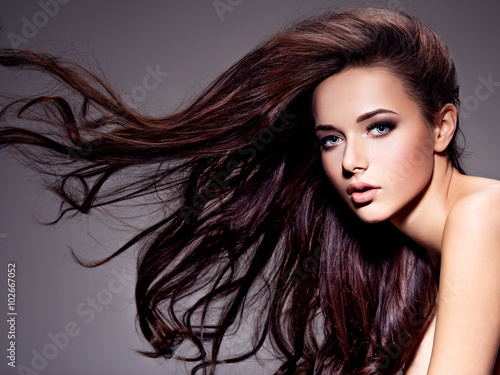 Foto op Plexiglas Kapsalon Portrait of the beautiful young woman with long brown hair