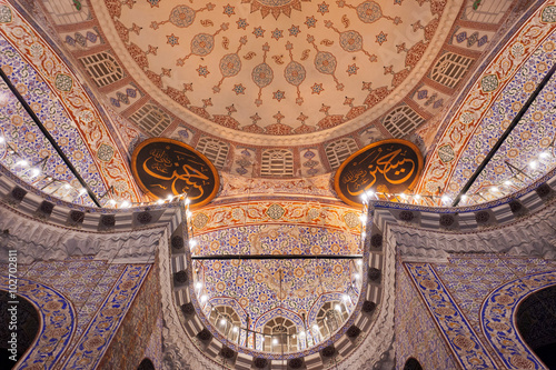 Fotobehang Midden Oosten Amazing Islamic art in the interior of the New Mosque, Yeni Cami, in Istanbul