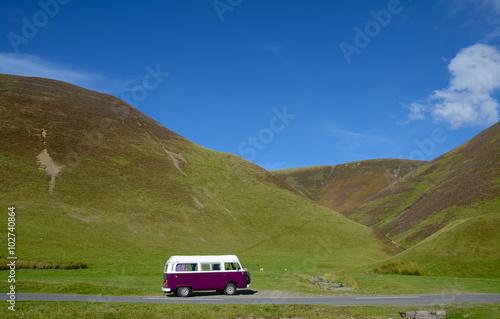 Photo  Purple camper van in the hills of Scotland