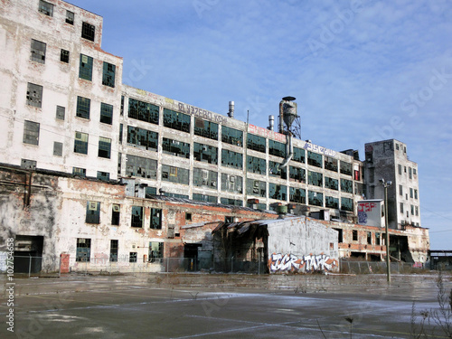 Staande foto Industrial geb. Abandoned industrial warehouse exterior in Detroit, Michigan - landscape color photo