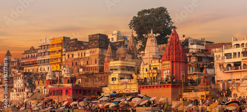 Tuinposter India Sunset over Varansi, India