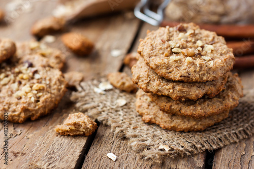 Photo  homemade oatmeal cookies with nuts