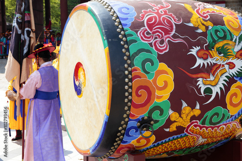 Fotografía  Seoul, South Korea, traditional changing of the royal guard drum