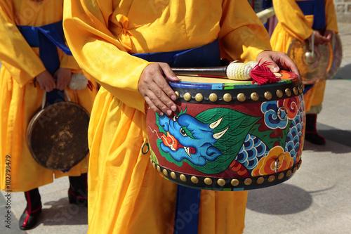 Naklejka premium Seul, Korea Południowa, tradycyjna wymiana bębna gwardii królewskiej