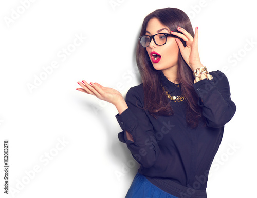 Fotografia  Beauty fashion sexy girl wearing glasses showing empty copyspace for text