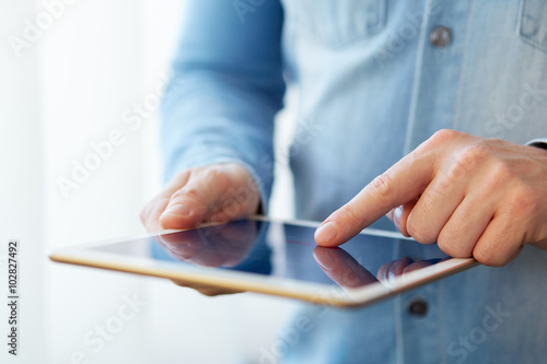 Fotografia  Man touching digital tablet