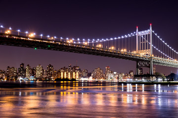 Obraz na SzkleBeautiful night view of New York City and the 59th Street Ed Koch Bridge looking across to Manhattan.