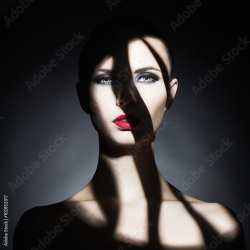 Küchenrückwand aus Glas mit Foto womenART Surrealistic young lady with shadow on her body