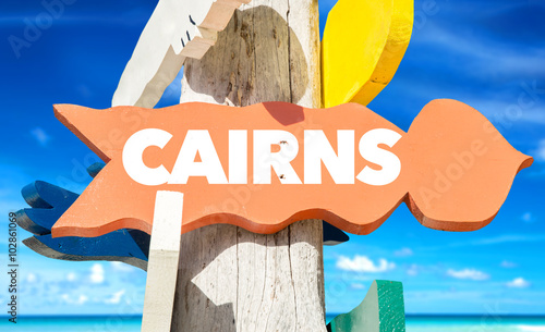 Photo Cairns welcome sign with beach