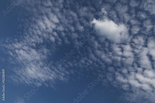 pochmurne-niebo-poznym-popoludniem