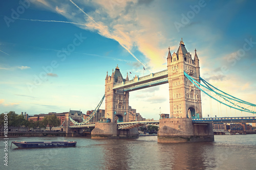 Stampa su Tela  Tower bridge at sunset, London