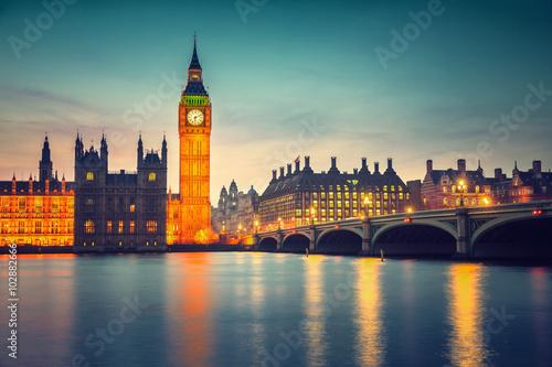 big-ben-i-westminster-most-przy-polmroku-w-londynie