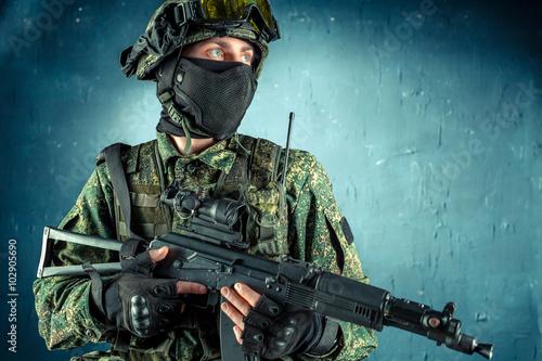 Fotografía  Special force soldier / strike ball player