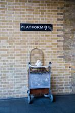 Kings Cross Station Wall Visit...