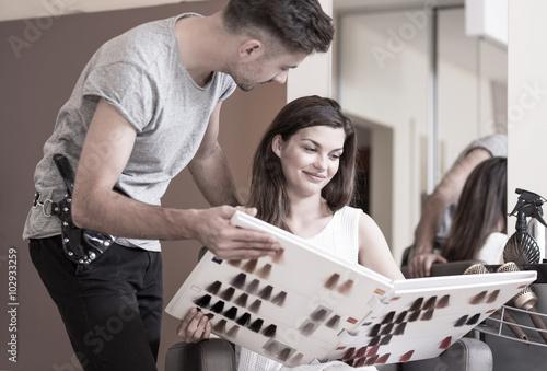 fototapeta na szkło Hairdresser advising his client