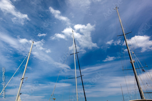 Fotografie, Tablou Looking up the mainmasts and blue sky