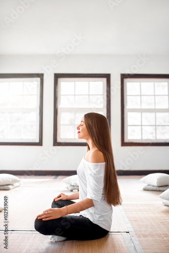 Stampa su Tela  Woman practicing yoga indoors