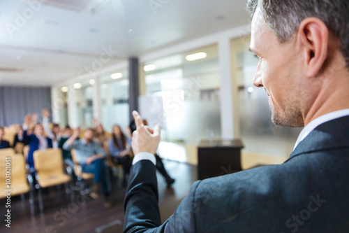 Fotografiet  Speaker pointing to audience on business conference