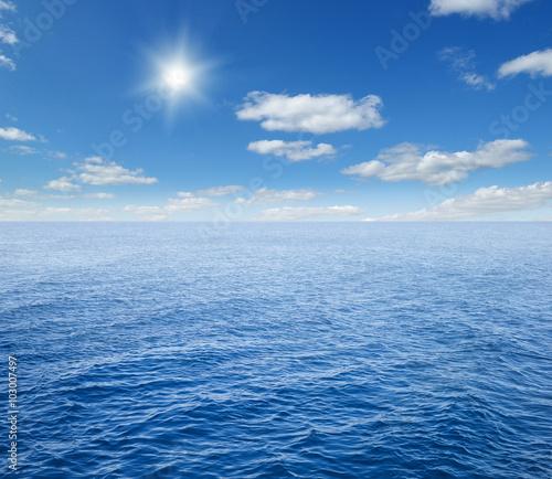 Staande foto Zee / Oceaan Beautiful sky and blue ocean