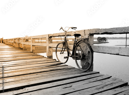 Türaufkleber Fahrrad Bicycle on wooden bridge