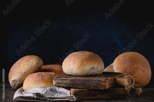 In de dag Bakkerij Fresh baked wholegrain buns