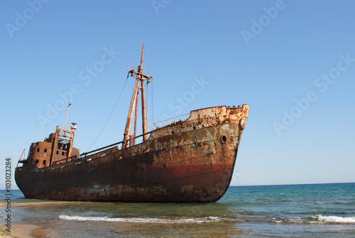 Spoed Foto op Canvas Schipbreuk relitto di una nave arenata