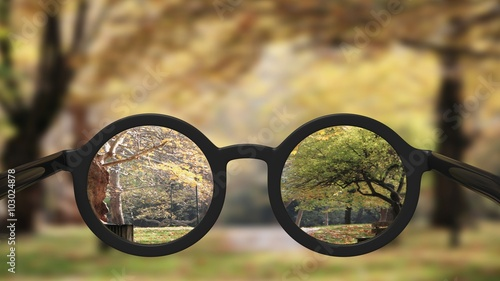 Fotografía  Closeup on eyeglasses with focused and blurred landscape view.