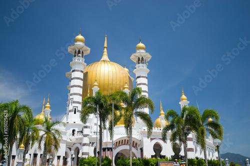 Fotografía  KUALA KANGSAR,MALAYSIA - 8TH FEBRUARY 2016; The Ubudiah Mosque is Perak's royal mosque, and is located in the royal town of Kuala Kangsar, Perak, Malaysia
