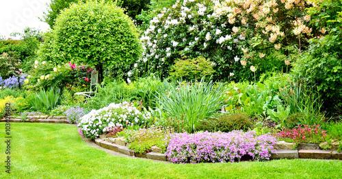 Photo sur Toile Vert chaux Im schönen Garten