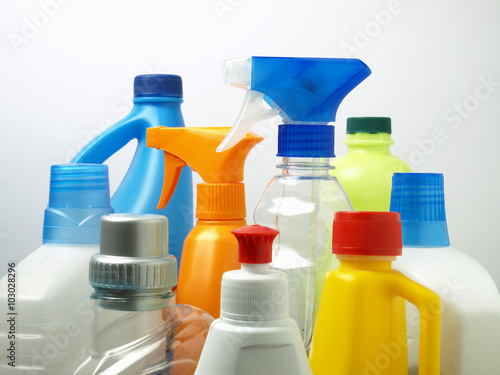 Fotografía  Cleaning products in plastic packaging