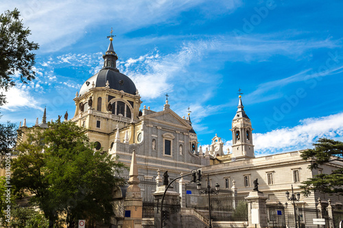 Spoed Foto op Canvas Theater Almudena cathedral in Madrid