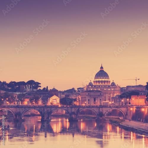noc-widok-przy-st-peter-katedra-w-rzym-wlochy