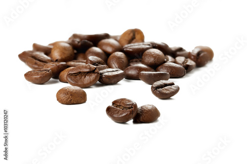 Deurstickers koffiebar Group of coffee beans on a white background.