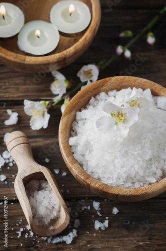 Fotografie, Obraz  Lázeňská léčba se solí, mandlí a svíčky