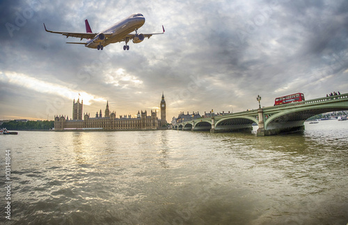 Fotografia, Obraz  Plane over London